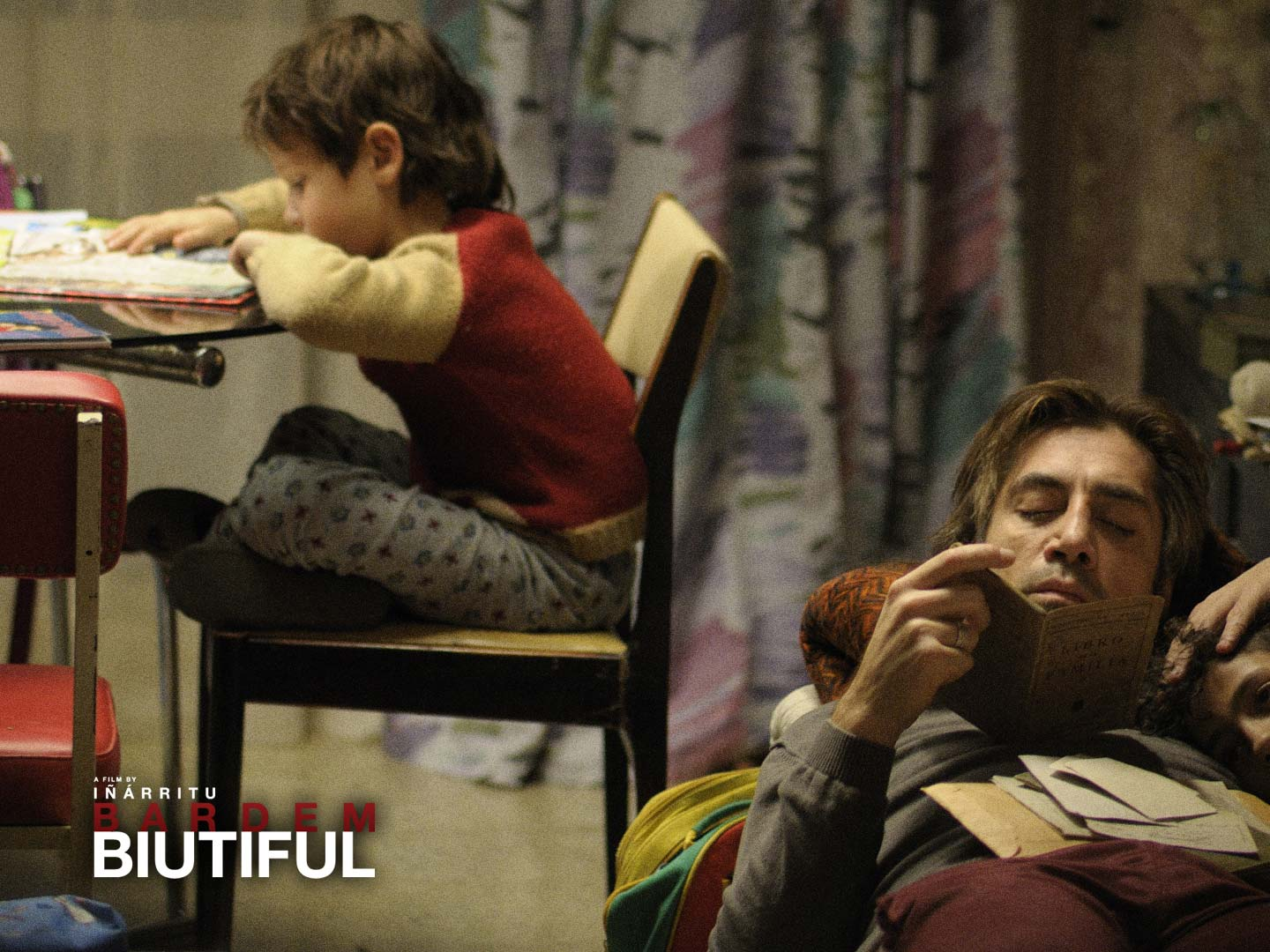 Biutiful Wallpaper download - Javier Bardem keeps close to his children in the movie Biutiful, played by young actors Hanaa Bouchaib and Guillermo Estrella, in this wallpaper image